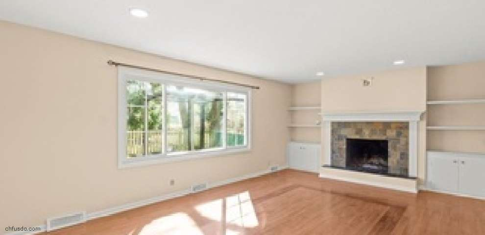 2626 Berkshire Rd, Cleveland Heights, OH 44106