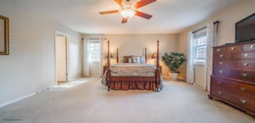 2848 Kingsbury Dr, Rocky River, OH 44116