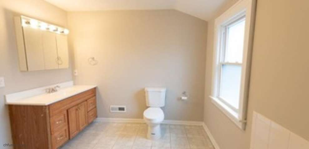 2035 Rossmoor Rd, Cleveland Heights, OH 44118