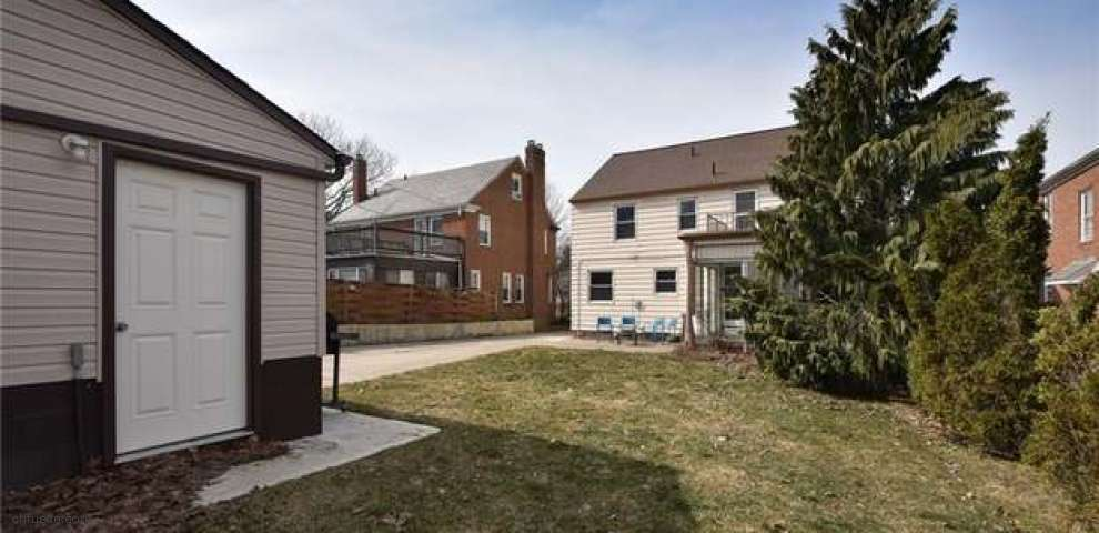 2371 Loyola Rd, University Heights, OH 44118