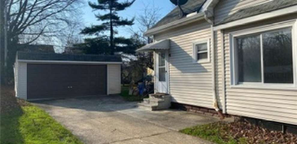 19350 Locherie Ave, Euclid, OH 44119 - Property Images