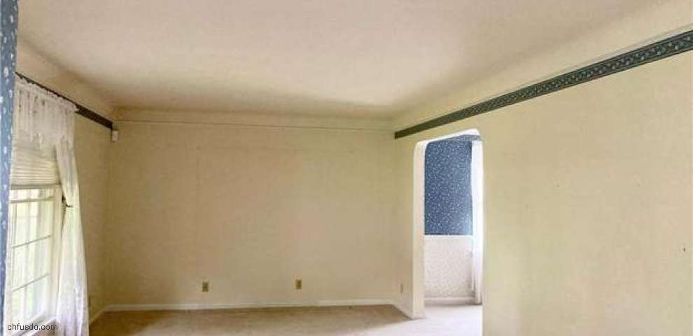 10054 Beaconsfield Dr, Parma Heights, OH 44130 - Property Images