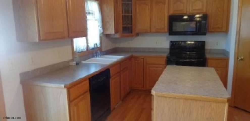 10400 Tracy Trl, Parma, OH 44130