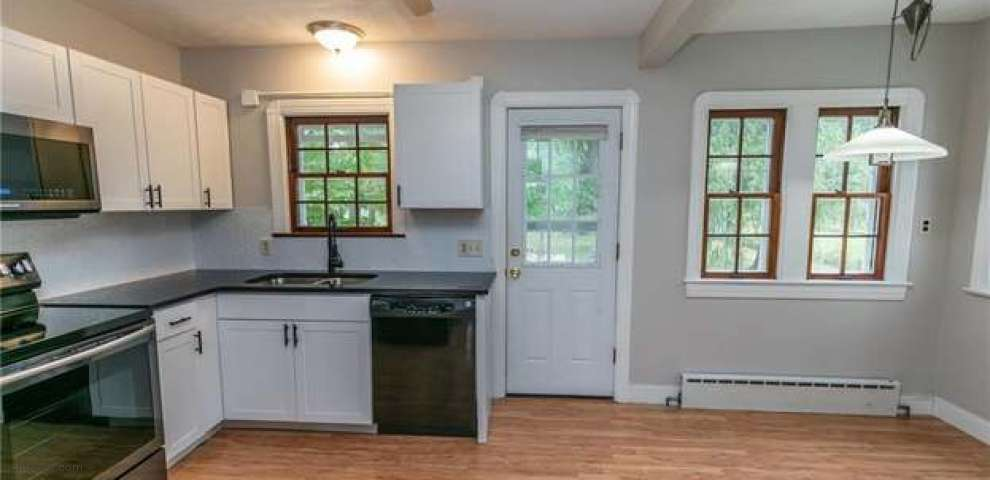 12984 W Pleasant Valley Rd, Parma, OH 44130
