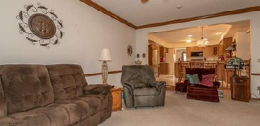 1170 Guadalupe Dr, Parma, OH 44134