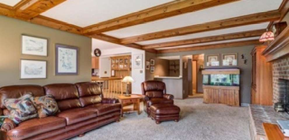 18185 Williamsburg Oval, Strongsville, OH 44136