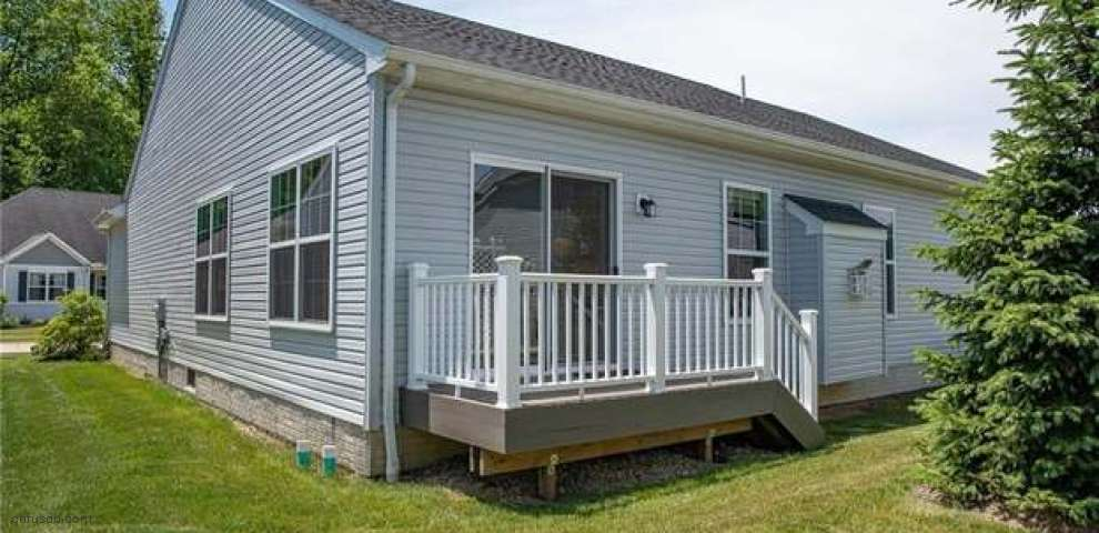 9126 Devonshire Ct, Olmsted Falls, OH 44138