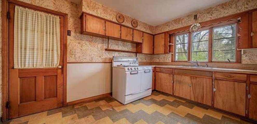 30415 Woodall Dr, Solon, OH 44139