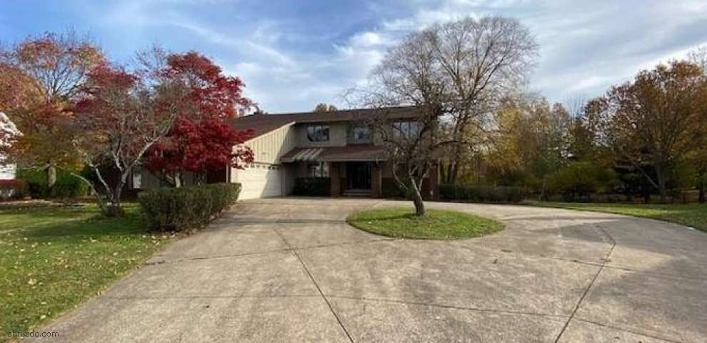 6087 Williamsburg Dr, Highland Heights, OH 44143