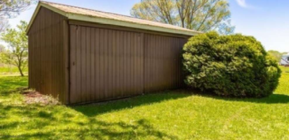 8620 Willow Rd, Burbank, OH 44214