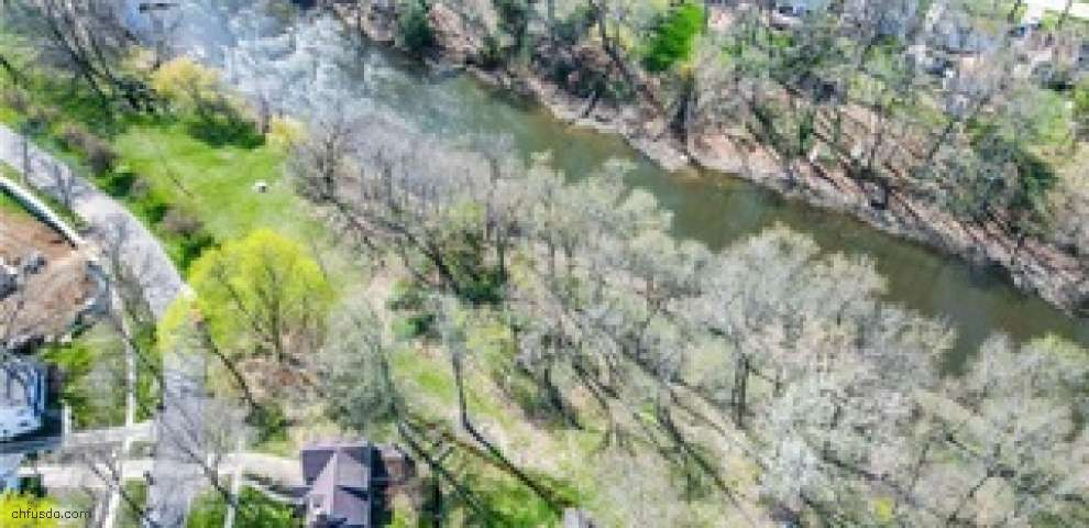 2810 Park Dr S, Silver Lake, OH 44224