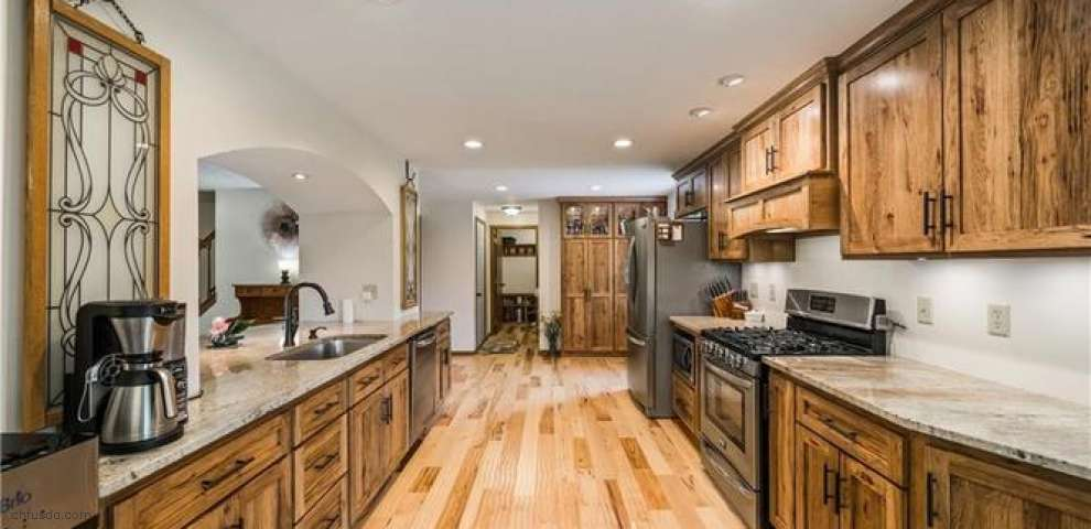 15615 Valley View Rd, Doylestown, OH 44230