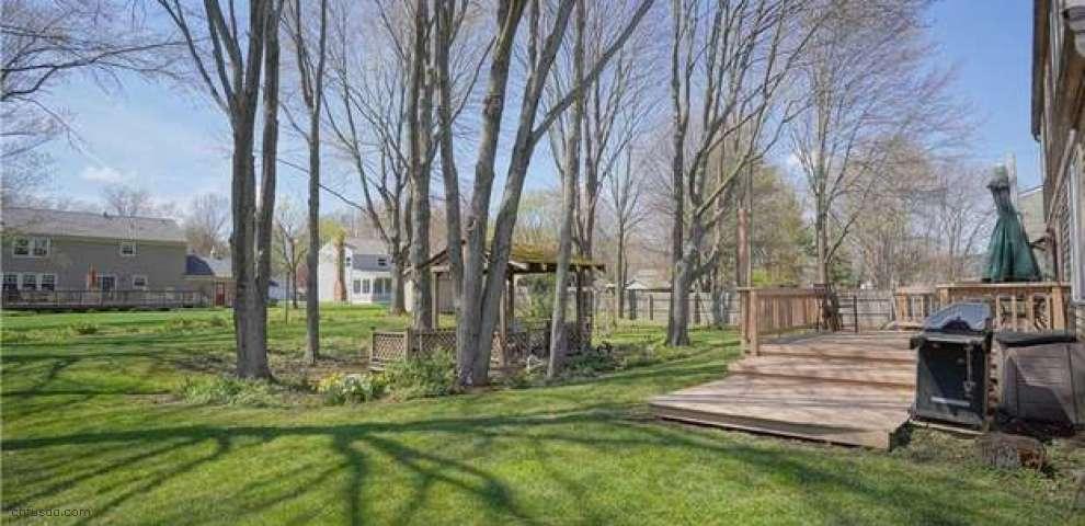 77 Spring Garden Dr, Munroe Falls, OH 44262