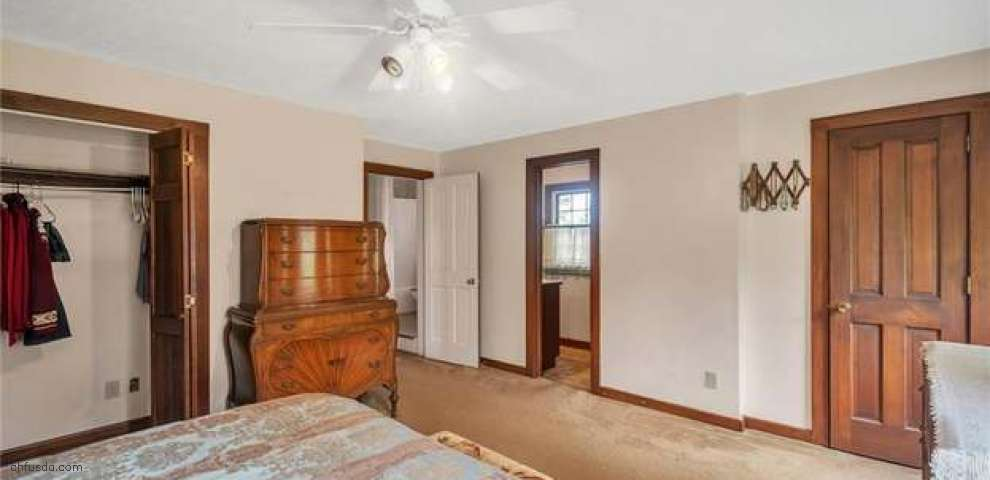 6182 Center Rd, Valley City, OH 44280