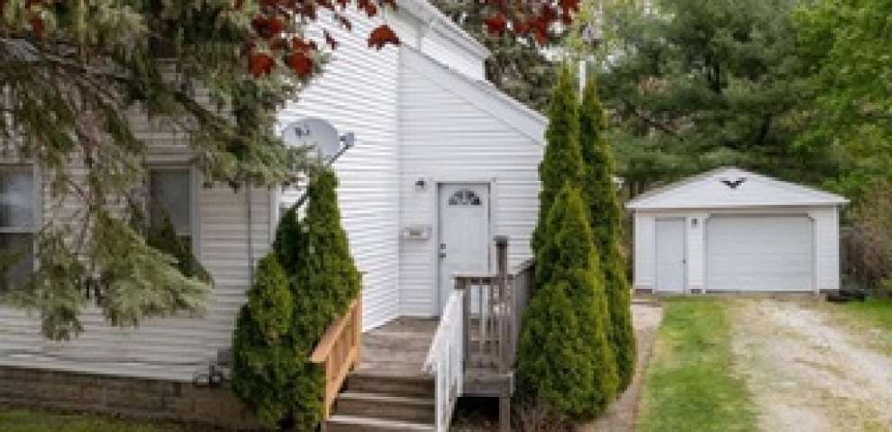 383 Cleveland St, Akron, OH 44306