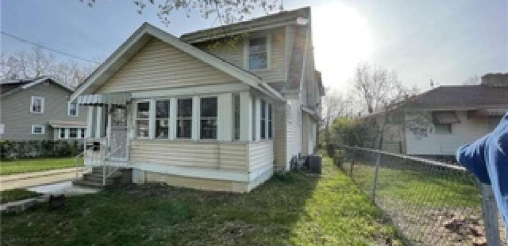 1063 Packard Dr, Akron, OH 44320