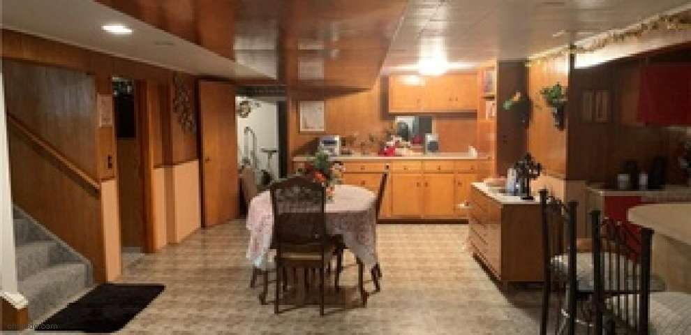 270 Park Dr, Campbell, OH 44405