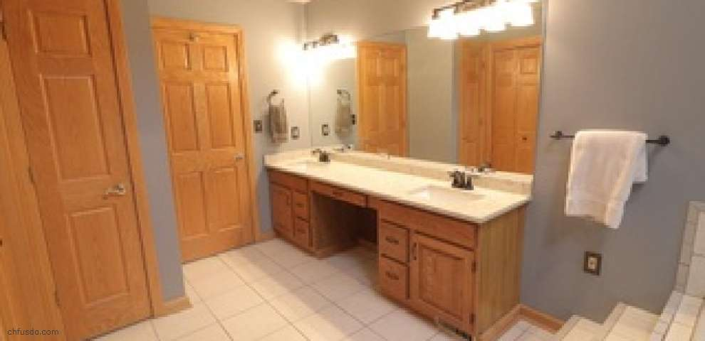 251 Kings Ln, Canfield, OH 44406