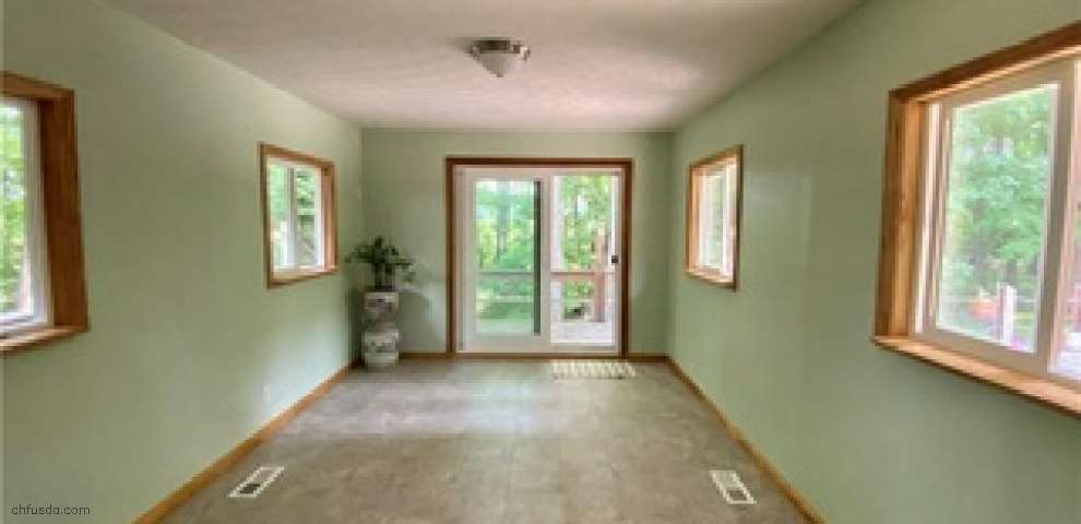 306 S Colonial Dr, Cortland, OH 44410