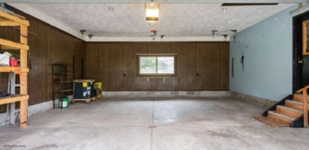 3366 Broadview Dr, Hubbard, OH 44425