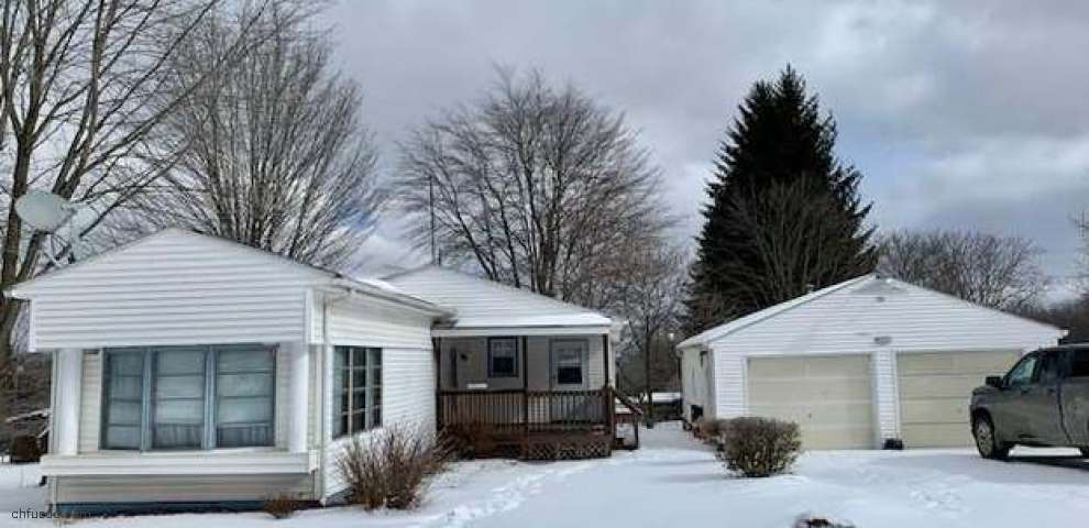 1107 Bedford Rd, Masury, OH 44438