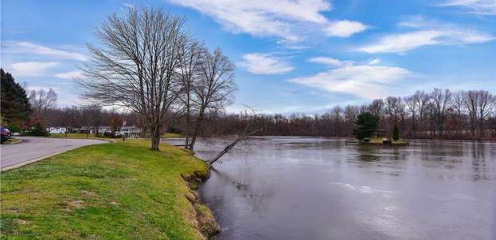 442 SW Whispering Pines Dr, Warren, OH 44481