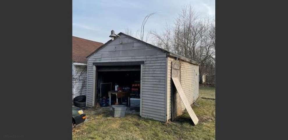 159 Comstock St NW, Warren, OH 44483