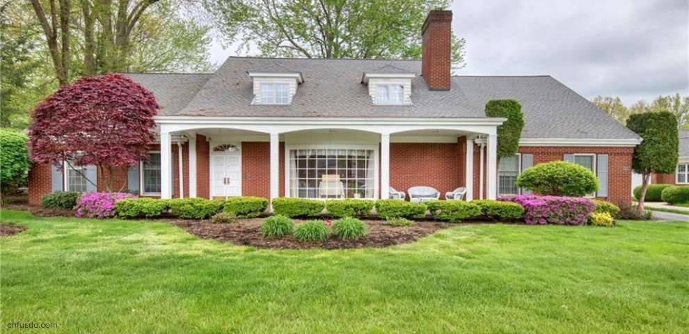 422 Fairway Dr NE, Warren, OH 44483