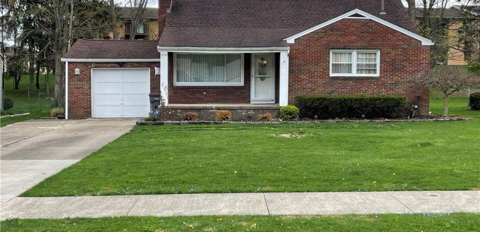 3299 S Wendover Cir, Youngstown, OH 44511