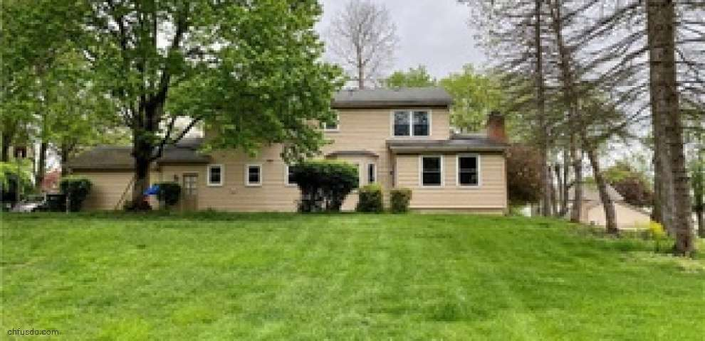 8020 Spartan Dr, Youngstown, OH 44512