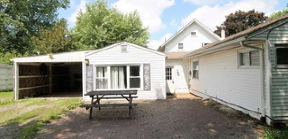 834 Lilly Rd, Alliance, OH 44601