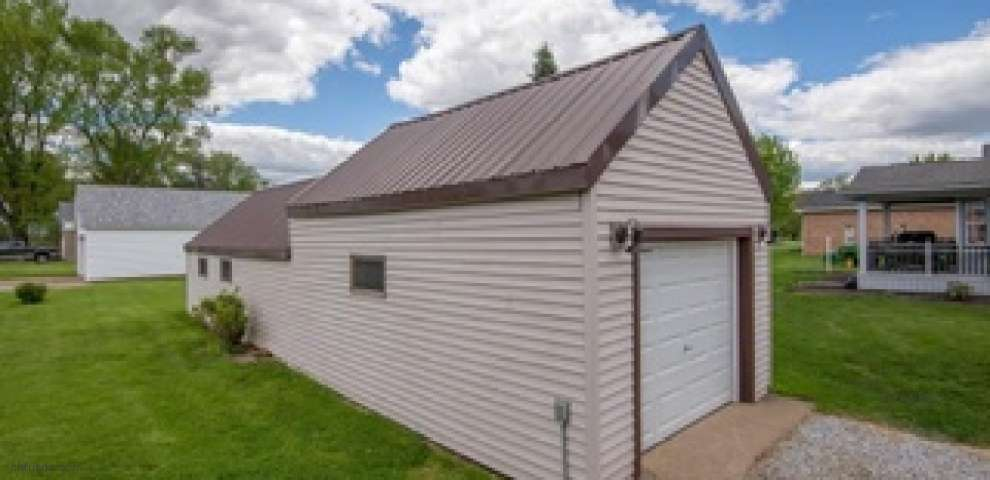 9323 Maple Ave SE, East Sparta, OH 44626