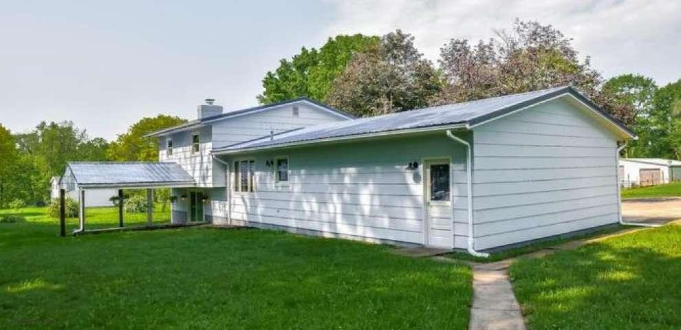 6854 Maplehill St SW, Navarre, OH 44662