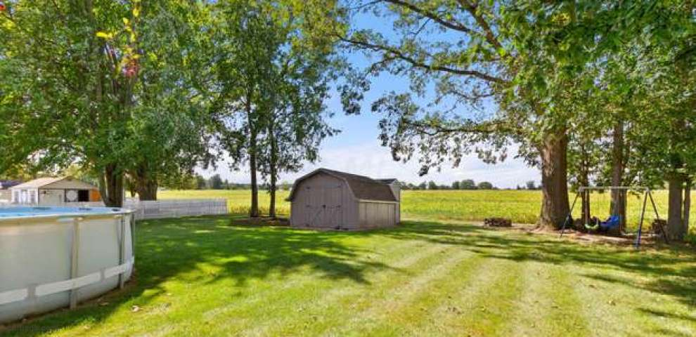 908 Armstrong Dr, Willard, OH 44890