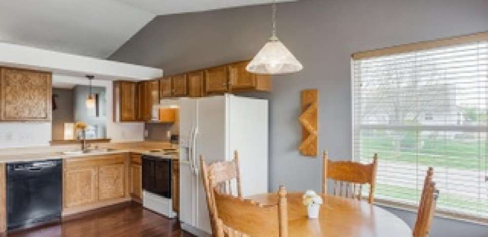 907 Weeping Willow Ln, Hamilton Twp, OH 45039