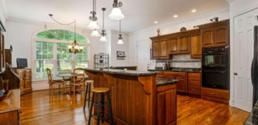 5800 Forest Ridge Dr, Oxford Twp, OH 45056 - Property Images