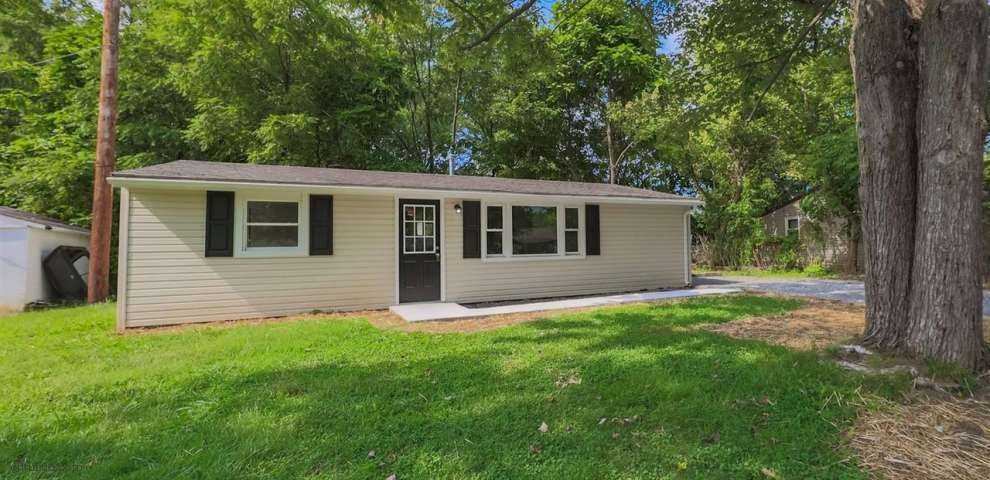 67 S Orchard Cir, Blanchester, OH 45107
