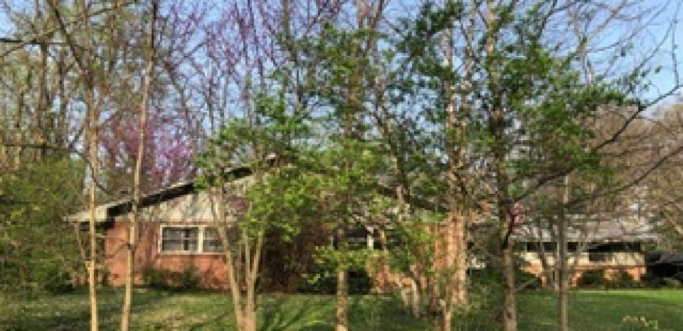 634 Hilltop Ln, Wyoming, OH 45215