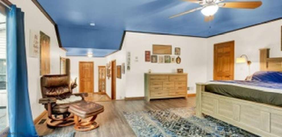 6687 Woodcrest Dr, Green Twp, OH 45233