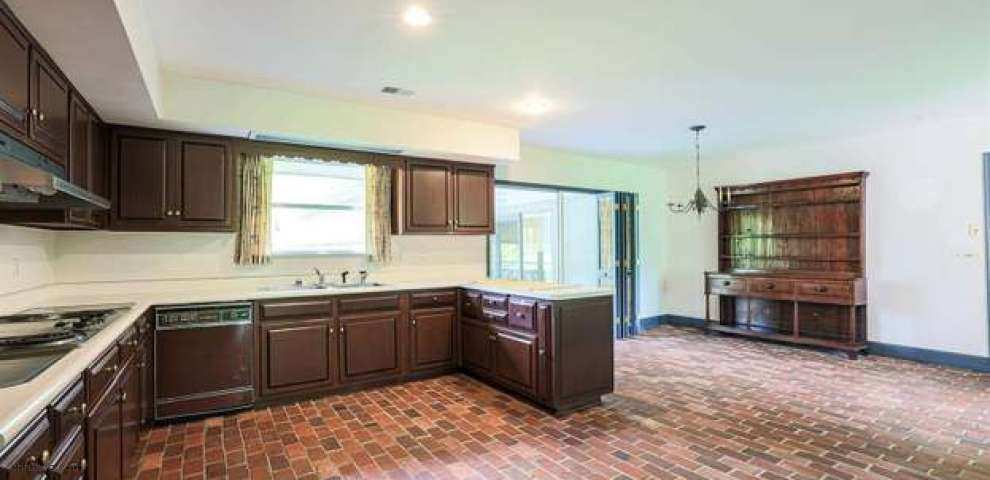 8056 Brill Rd, Indian Hill, OH 45243