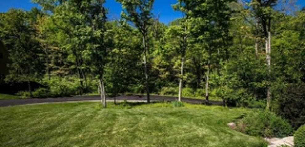 8795 Indian Hill Rd, Indian Hill, OH 45243