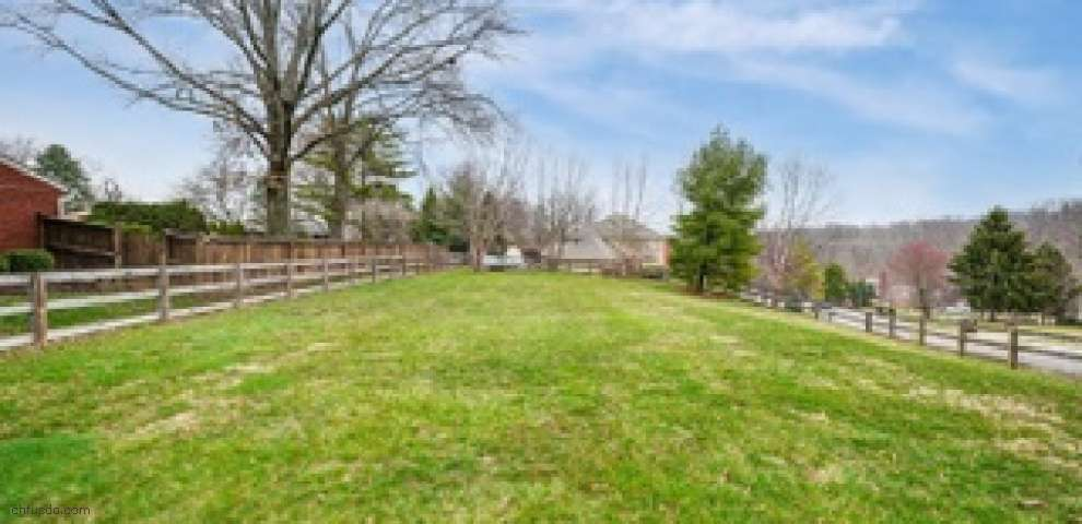 2725 Lawyers Pointe Dr, Anderson Twp, OH 45244