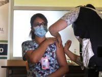 Más de 53 mil funcionarios de la salud se han vacunado en el país.