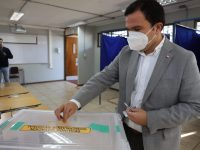 """""""Se ha hablado mucho de descentralización y también de poder tener autonomía en las regiones, esta autonomía parte con esta votación"""", dijo Ricardo Guzmán tras votar esta mañana."""