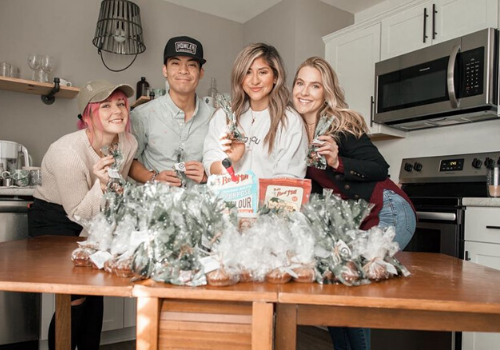 Friends Give Back at Christmas in Nashville