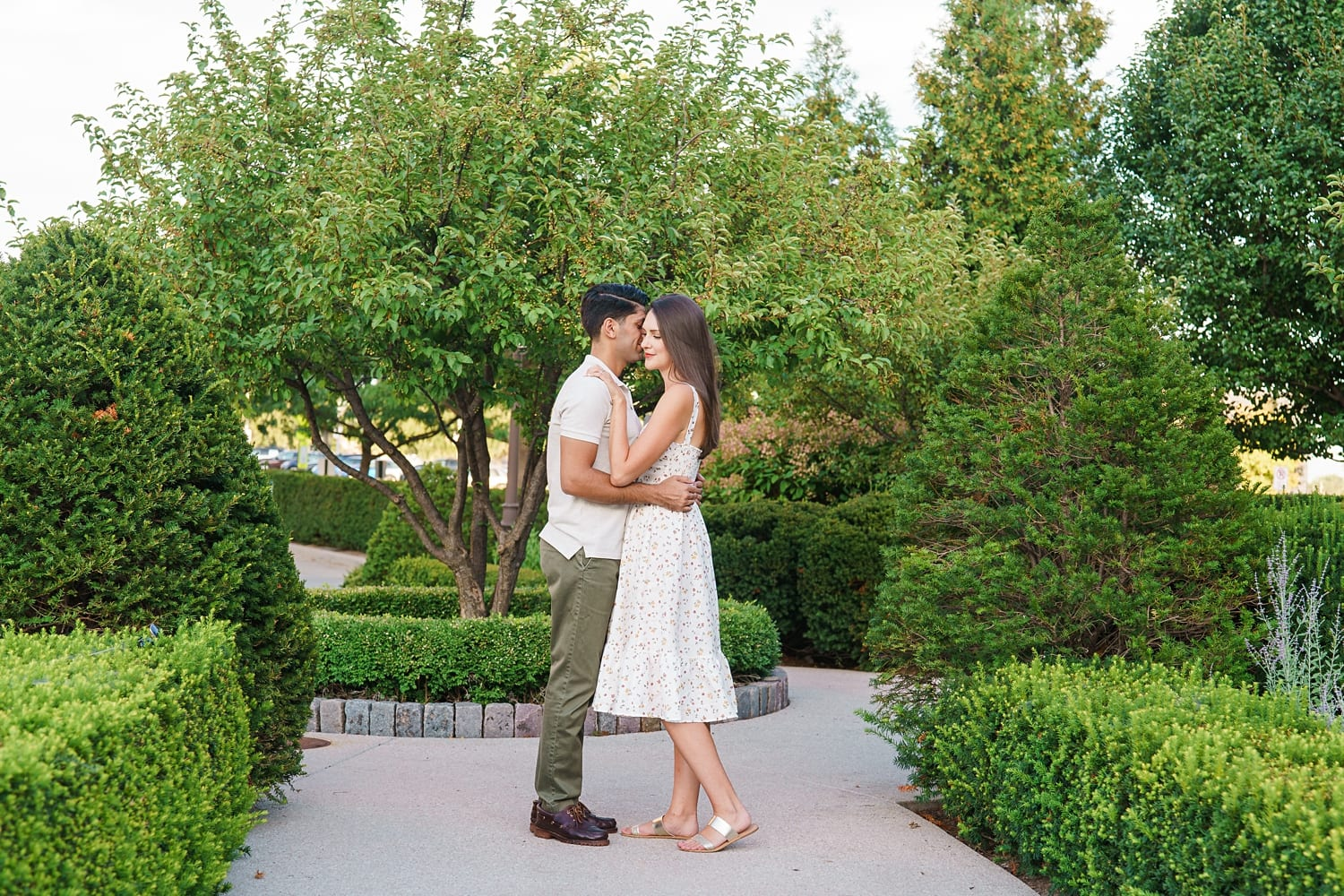 des moines engagement picture locations in a garden