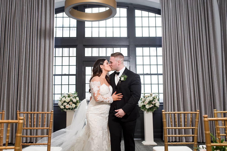 Des Moines tea room wedding ceremony