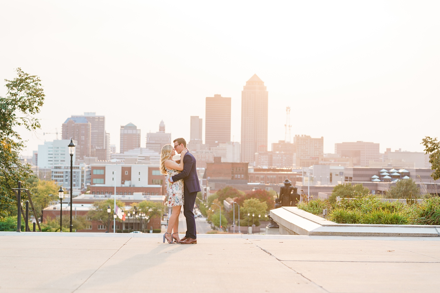sunset engagement photos at the capitol in Des Moines
