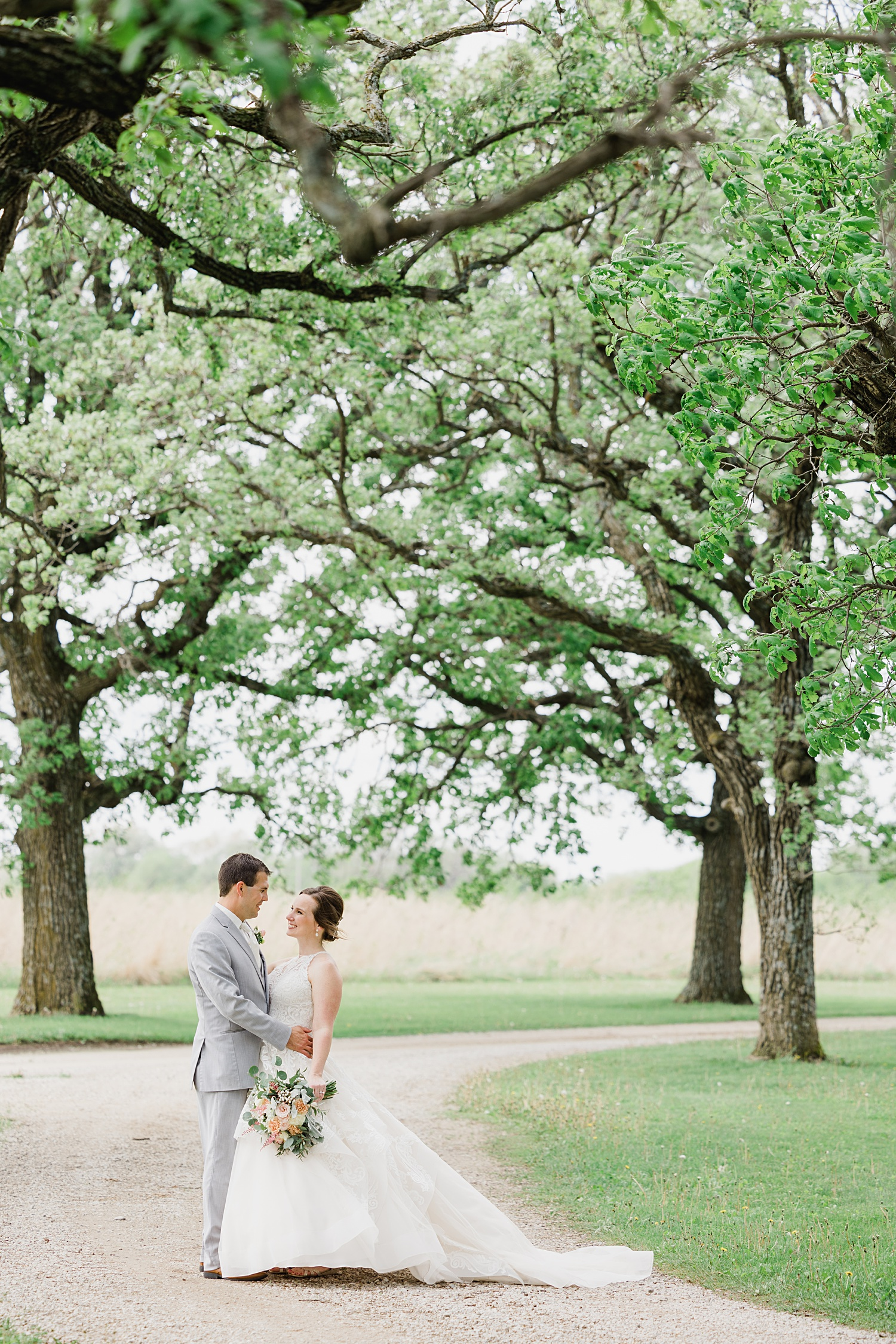 diamond oak events center in iowa wedding