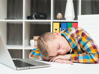 Source: freepik; Copyright: freepik; URL: https://www.freepik.com/free-photo/boy-sleeping-front-laptop-desk_3594729.htm#page=1&query=young%20boy%20sleeping%20in%20front%20of%20a%20computer&position=1; License: Licensed by JMIR.